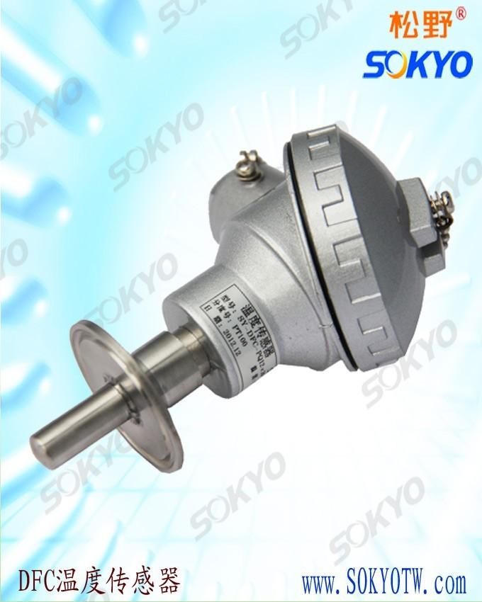 热电偶是温度传感器中常用的测温元件,它直接测量温度,并把温度信号转换成热电动势信号,通过电气仪表转换成被测介质的温度。各种热电偶的外形常因需要而极不相同,但是它们的基本结构却大致相同,通常由热电极、绝缘套保护管和接线盒等主要部分组成,通常和显示仪表、记录仪表及电子调节器配套使用。 1、安装不当引入的误差:   如热电偶安装的位置及插入深度不能反映炉膛的真实温度等,换句话说,热电偶不应装在太靠近门和加热的地方,插入的深度至少应为保护管直径的8~10倍;热电偶的保护套管与壁间的间隔未填绝热物质致使炉内热溢出或